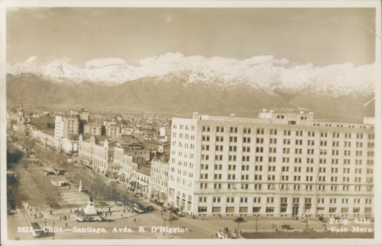 Enterreno - Fotos históricas de chile - fotos antiguas de Chile - Alameda y la cordillera nevada en Santiago, 1948