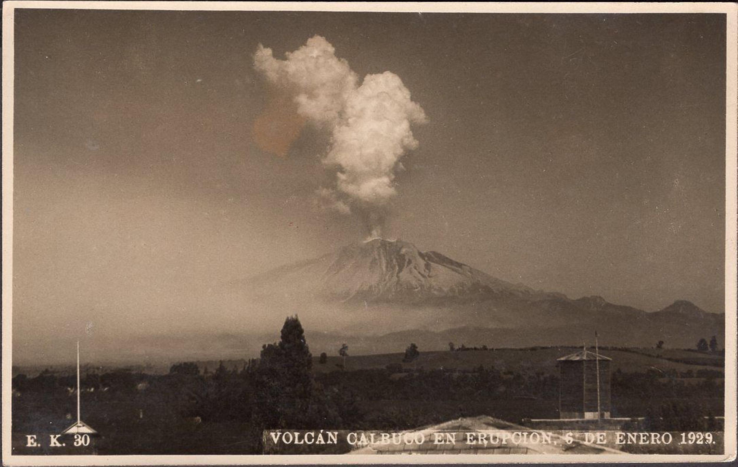 Enterreno - Fotos históricas de chile - fotos antiguas de Chile - Volcán Calbuco en Erupción, año 1929