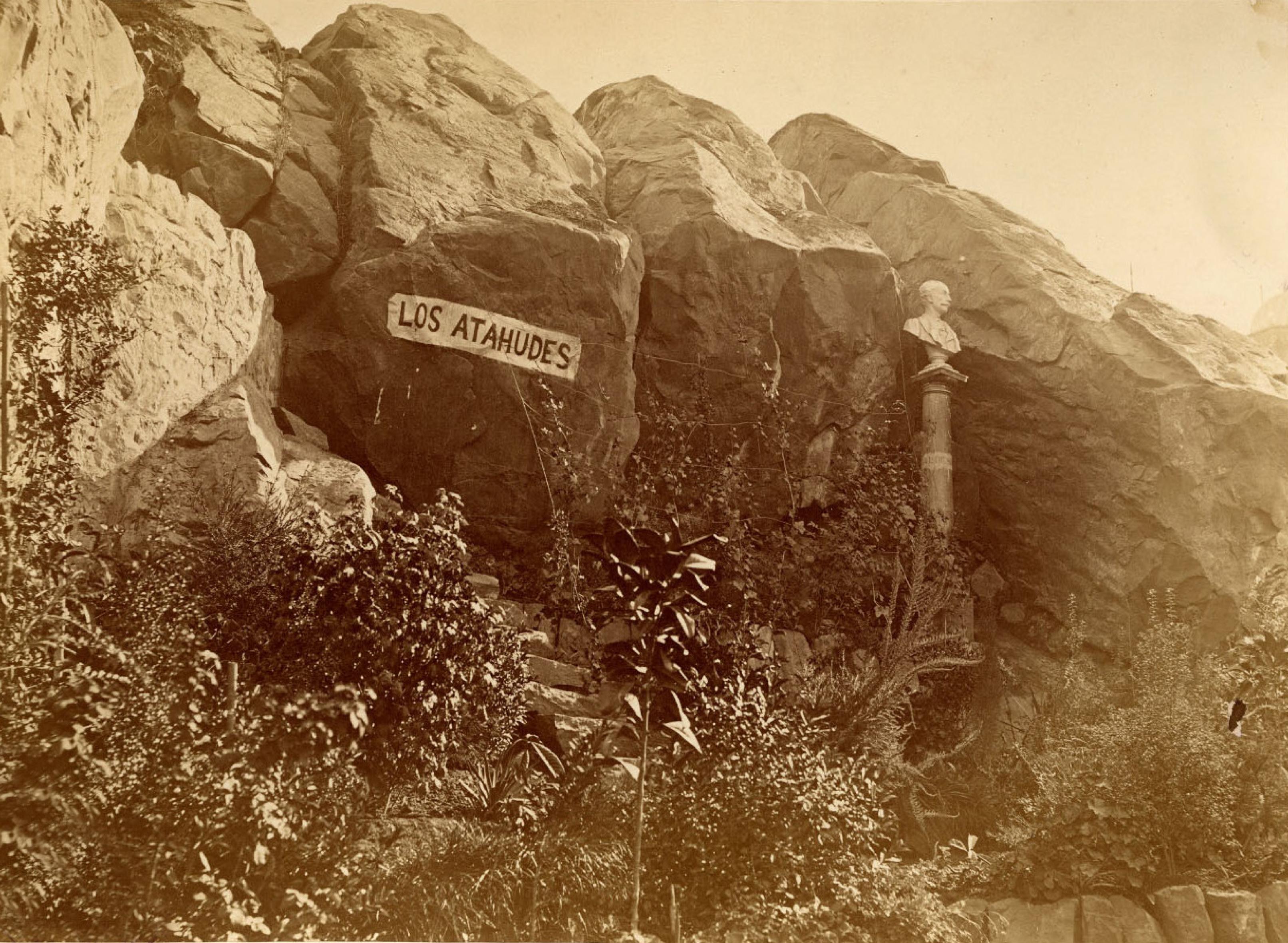 Enterreno - Fotos históricas de chile - fotos antiguas de Chile - Cerro Santa Lucía en 1874