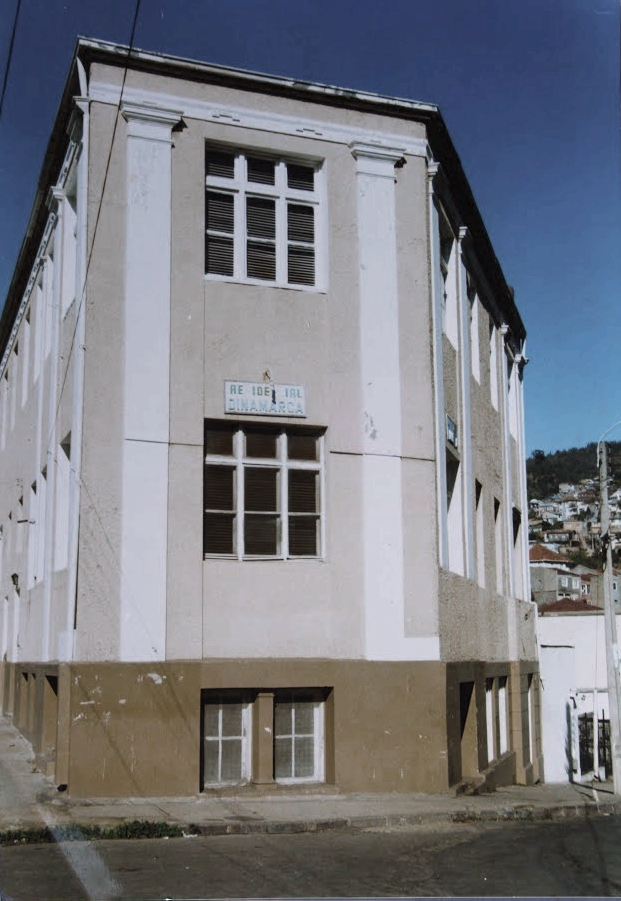 Enterreno - Fotos históricas de chile - fotos antiguas de Chile - Hostal Dinamarca Valparaíso en 1996