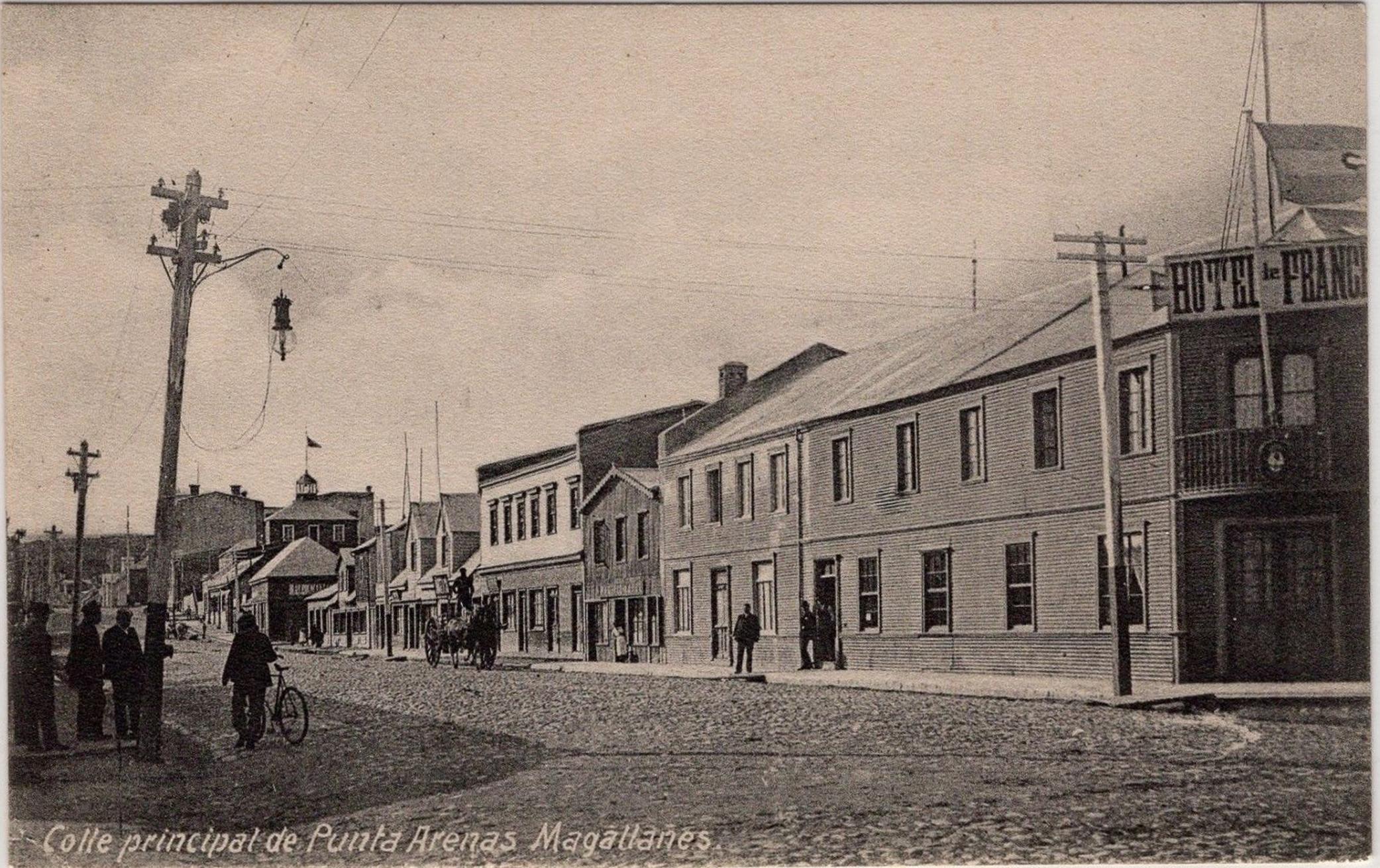 Enterreno - Fotos históricas de chile - fotos antiguas de Chile - Calle Principal de Punta Arenas en 1915