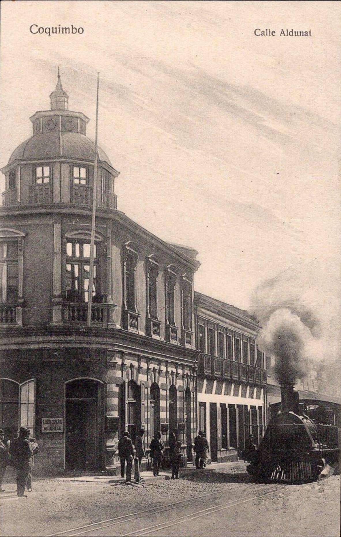 Enterreno - Fotos históricas de chile - fotos antiguas de Chile - Calle Aldunate de Coquimbo en 1920