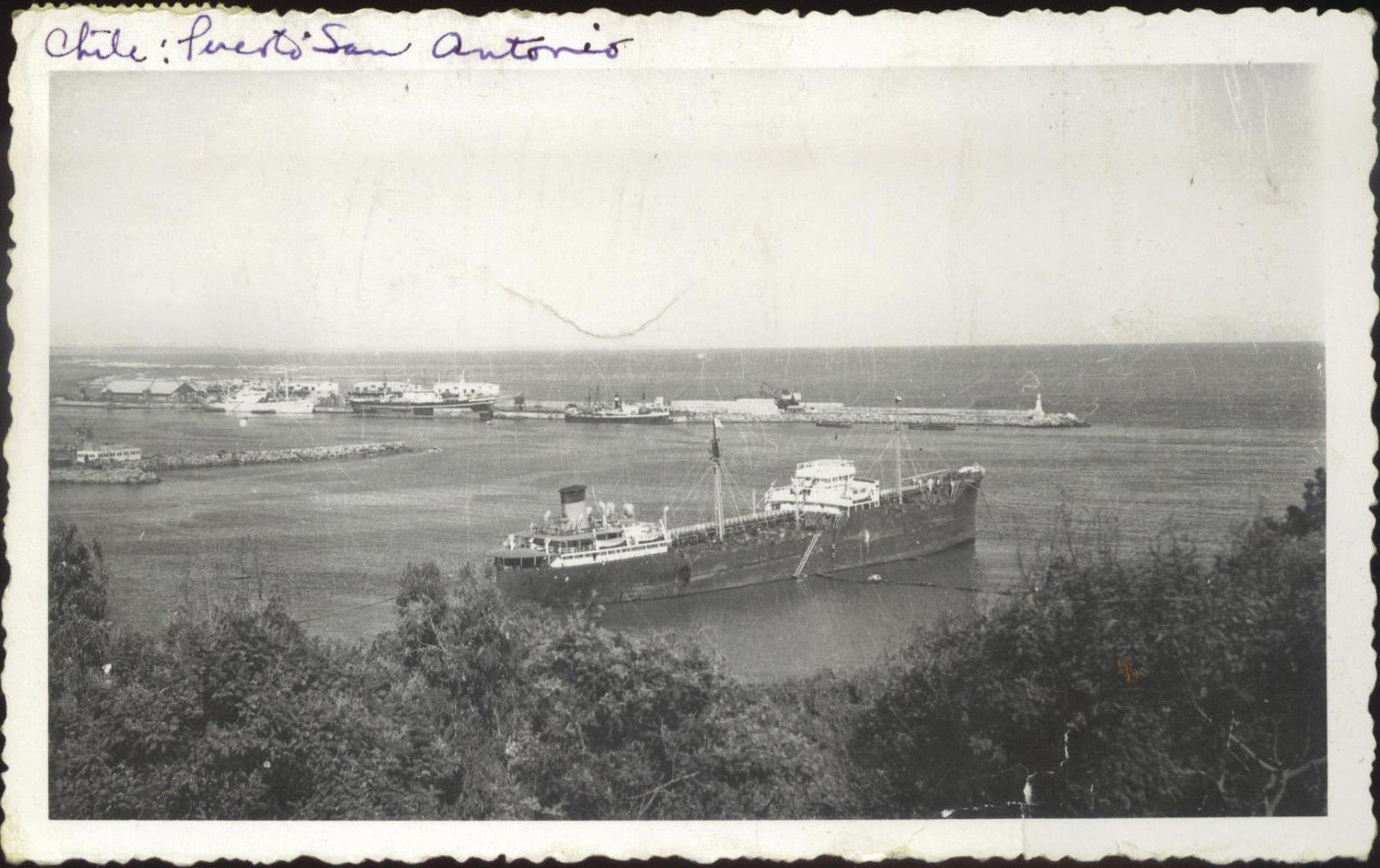 Enterreno - Fotos históricas de chile - fotos antiguas de Chile - Puerto de San Antonio en 1955