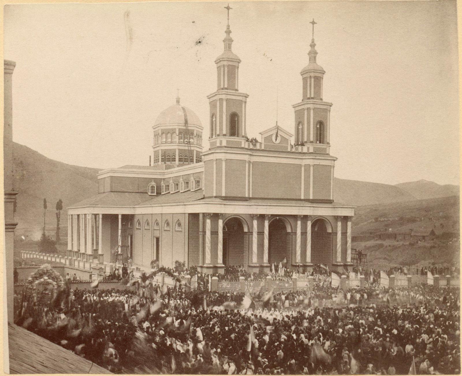 Enterreno - Fotos históricas de chile - fotos antiguas de Chile - Iglesia de Andacollo en 1895