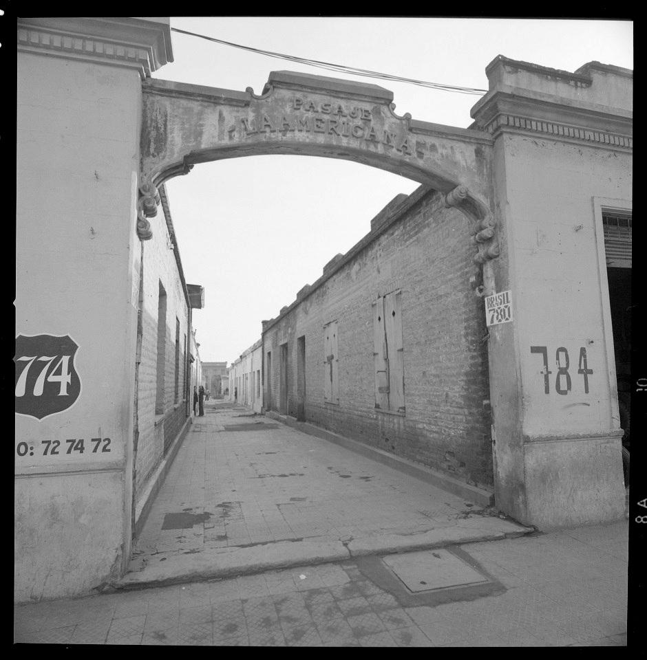Enterreno - Fotos históricas de chile - fotos antiguas de Chile - Pasaje La Americana, Santiago en 1977
