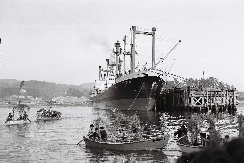 Enterreno - Fotos históricas de chile - fotos antiguas de Chile - Fiesta de San Pedro en Puerto de Lirquén, 1945