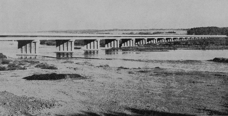 Enterreno - Fotos históricas de chile - fotos antiguas de Chile - Puente sobre el río Maipo en 1963
