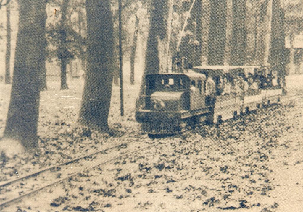 Enterreno - Fotos históricas de chile - fotos antiguas de Chile - Tren eléctrico de la Quinta Normal en 1940