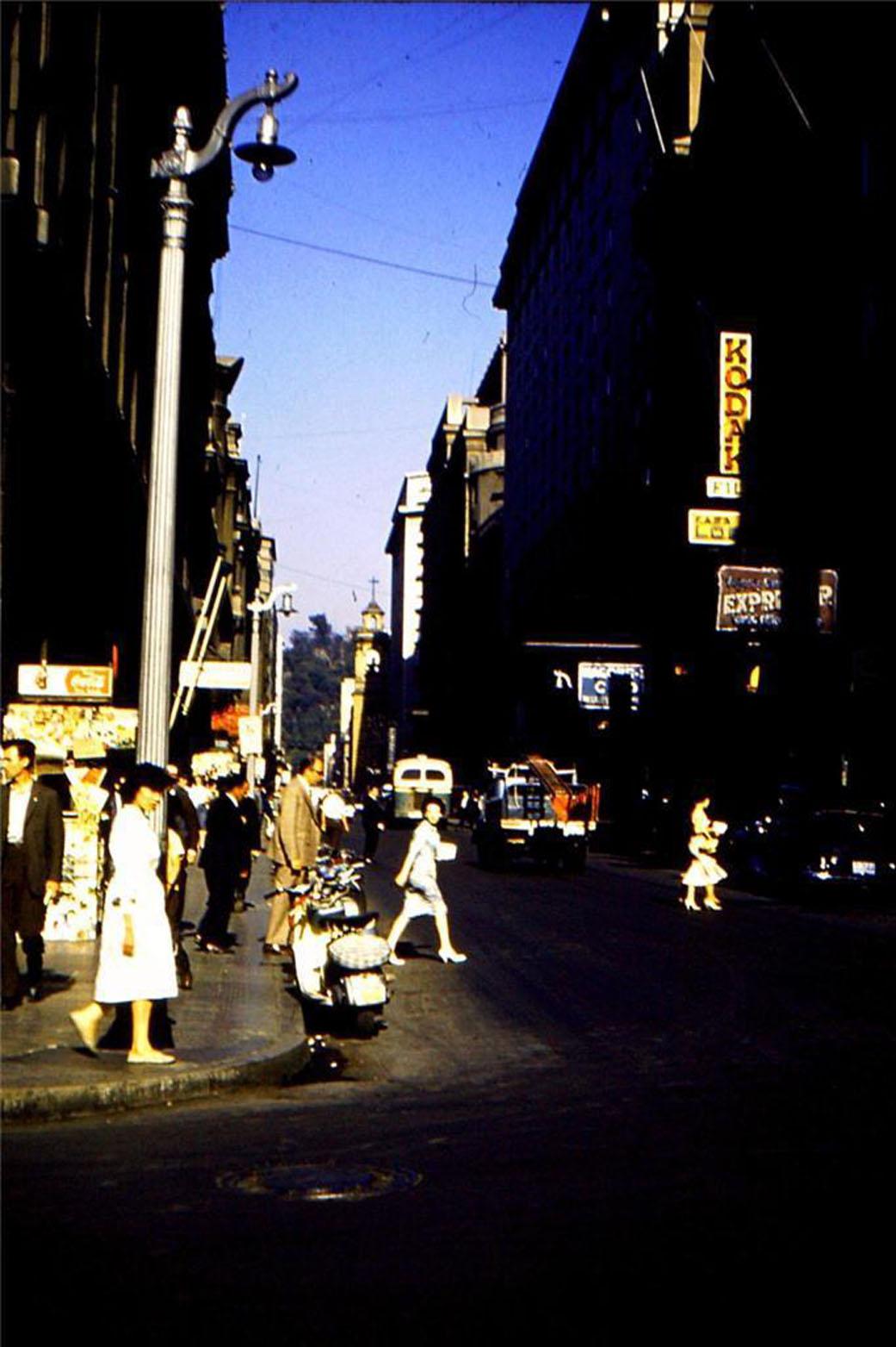 Enterreno - Fotos históricas de chile - fotos antiguas de Chile - Calle Merced de Santiago en 1960