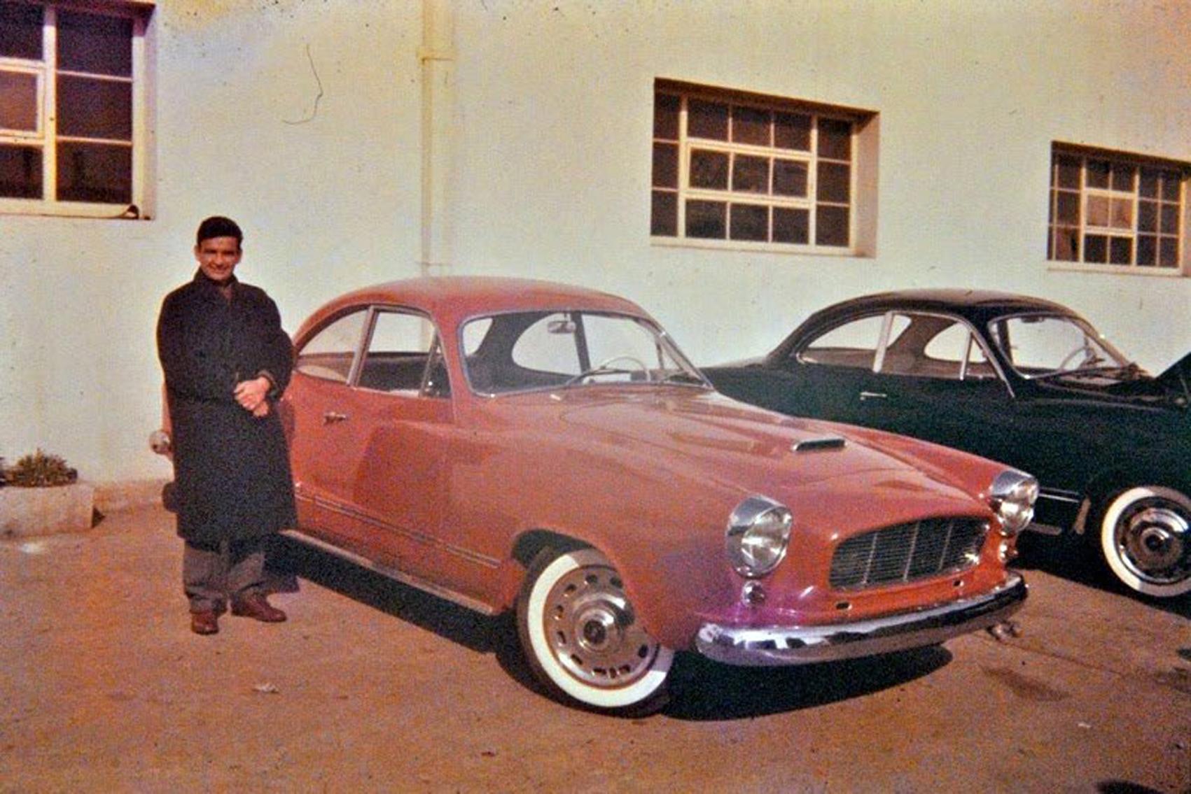 """Enterreno - Fotos históricas de chile - fotos antiguas de Chile - Automovil chileno """"Puma"""" en 1960"""