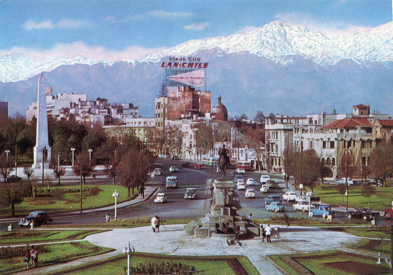 Enterreno - Fotos históricas de chile - fotos antiguas de Chile - Plaza Baquedano de Santiago en 1964