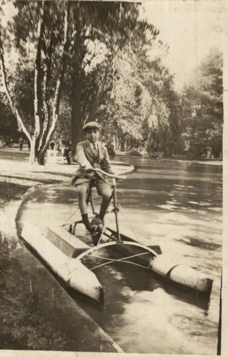Enterreno - Fotos históricas de chile - fotos antiguas de Chile - Laguna del Parque Cousiño en 1920