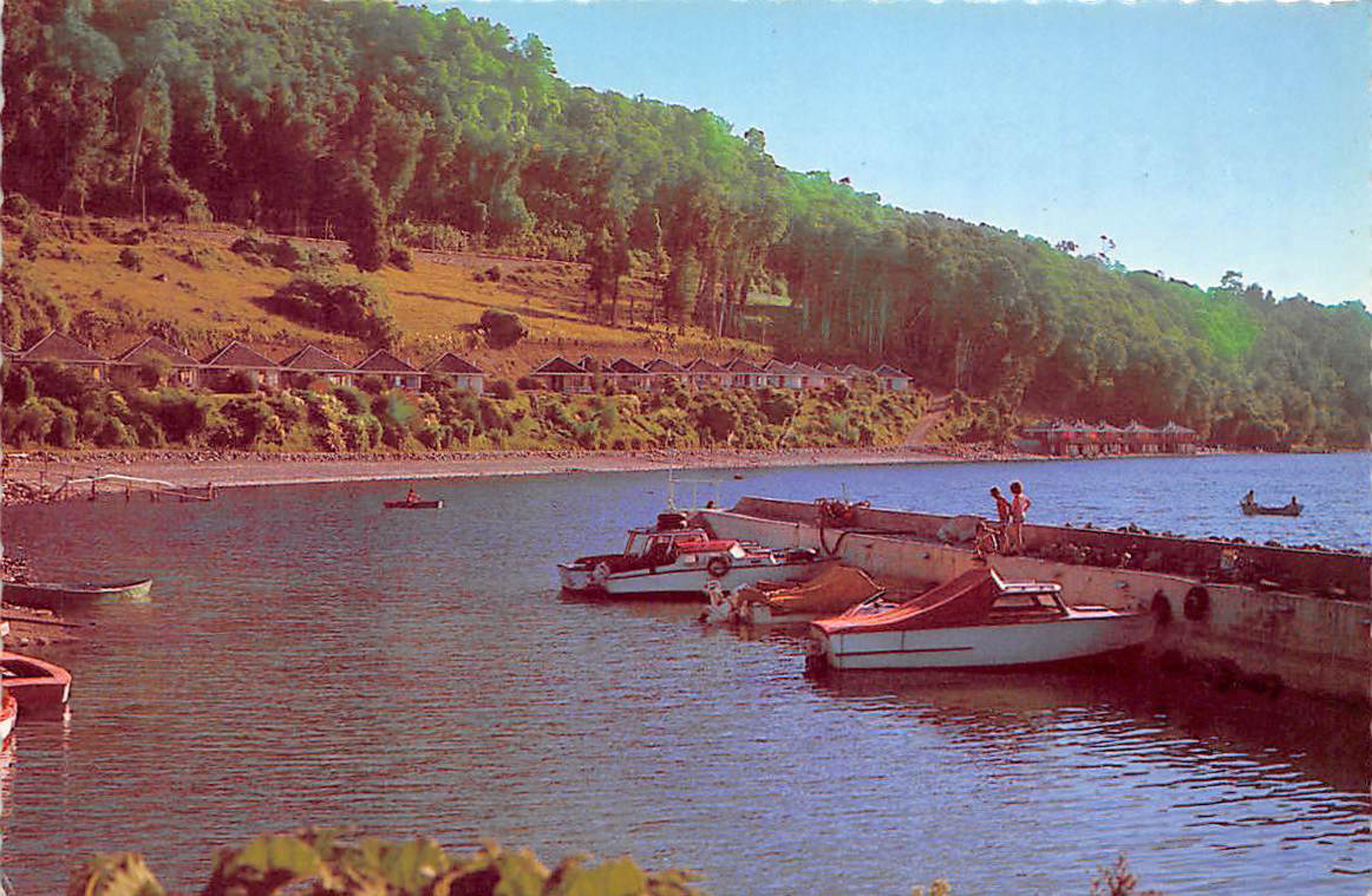 Enterreno - Fotos históricas de chile - fotos antiguas de Chile - Embarcadero en Ñilque en 1965