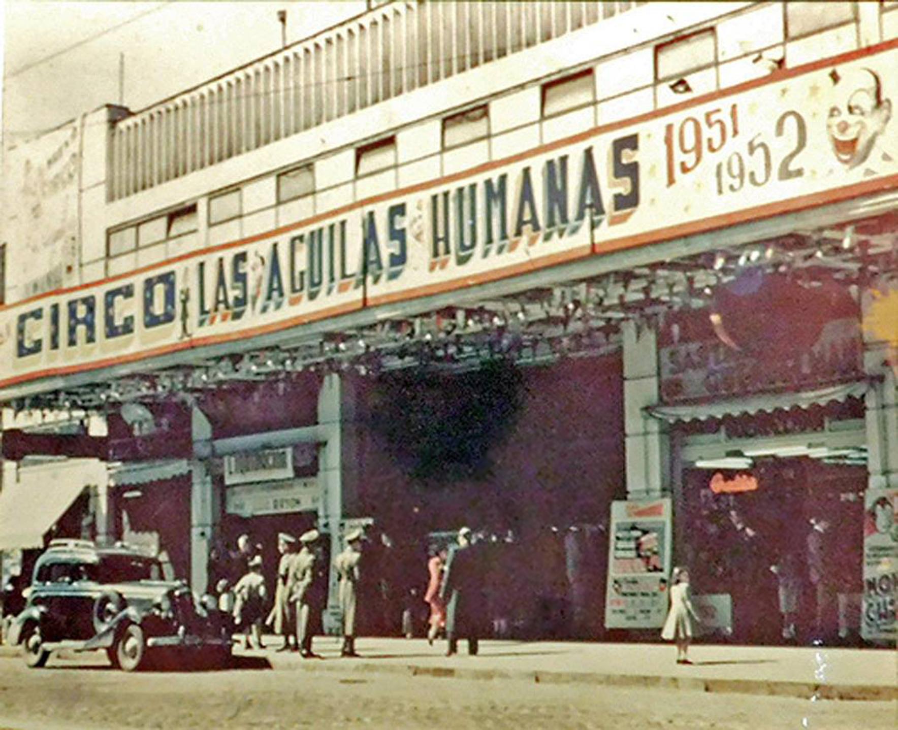Enterreno - Fotos históricas de chile - fotos antiguas de Chile - Teatro Caupolicán de Santiago en 1952