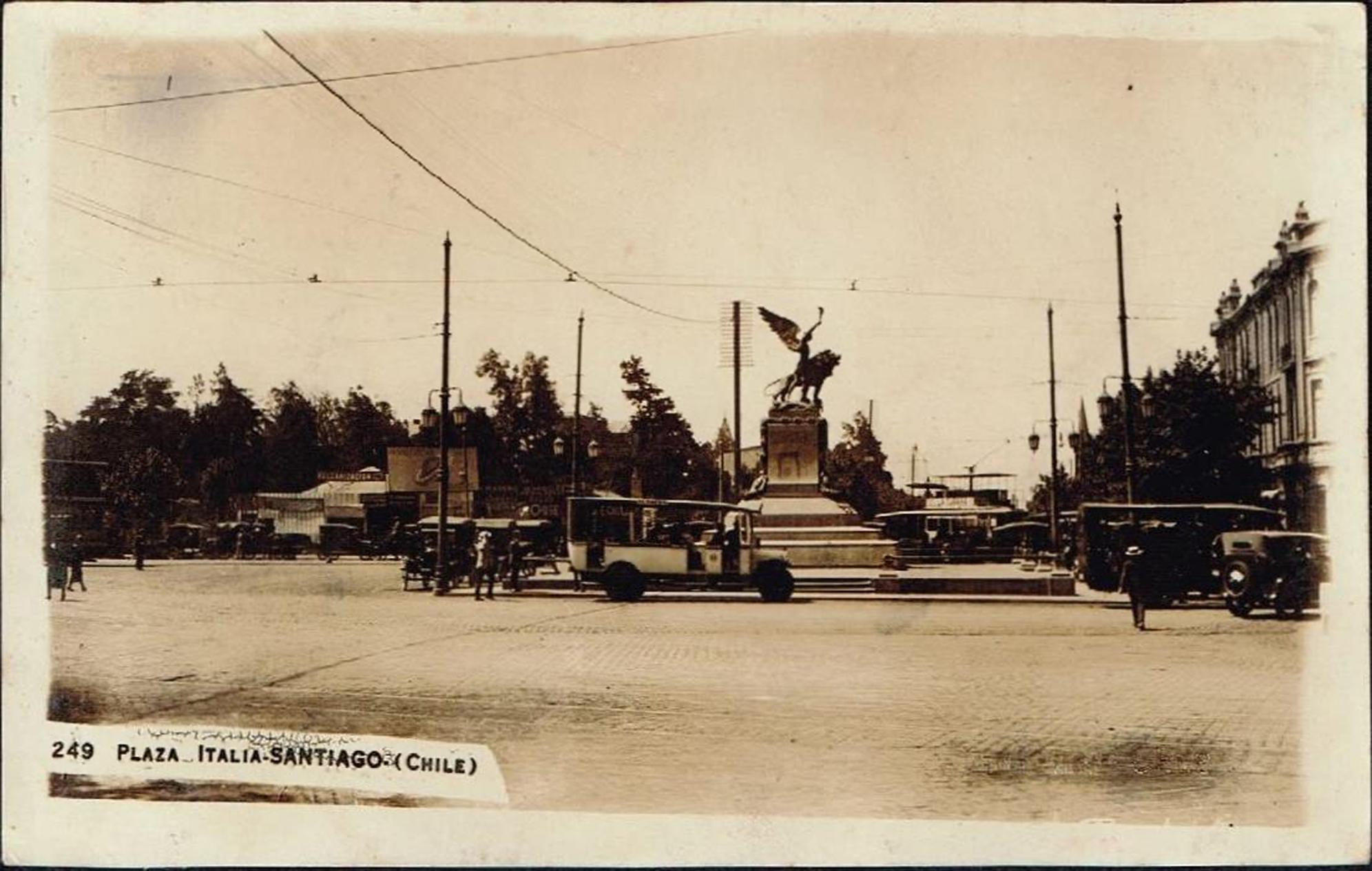 Enterreno - Fotos históricas de chile - fotos antiguas de Chile - Plaza Italia de Santiago en 1926