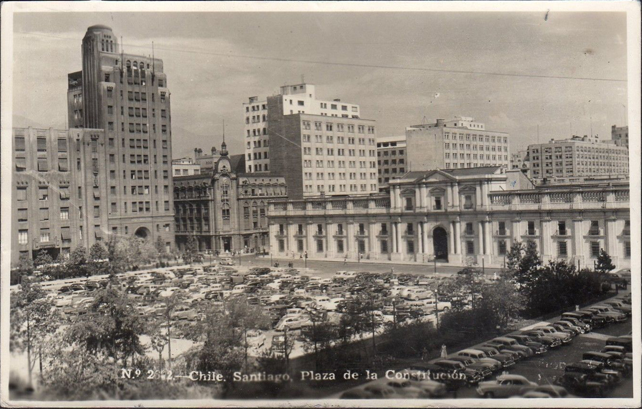 Enterreno - Fotos históricas de chile - fotos antiguas de Chile - Plaza de la Constitución en Santiago, 1954