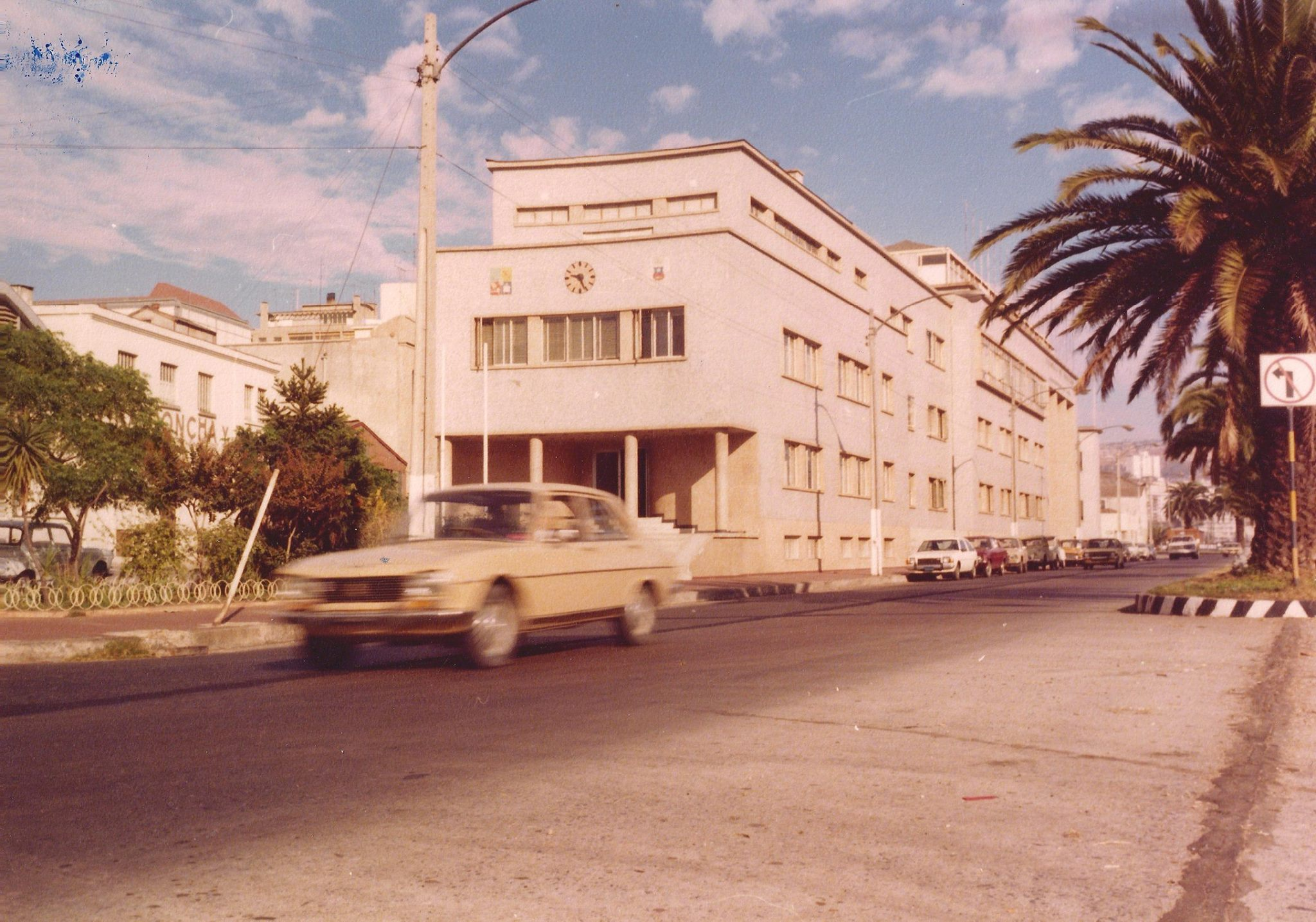 Enterreno - Fotos históricas de chile - fotos antiguas de Chile - Escuela de Derecho de la Universidad de Chile en Valparaíso, 1980
