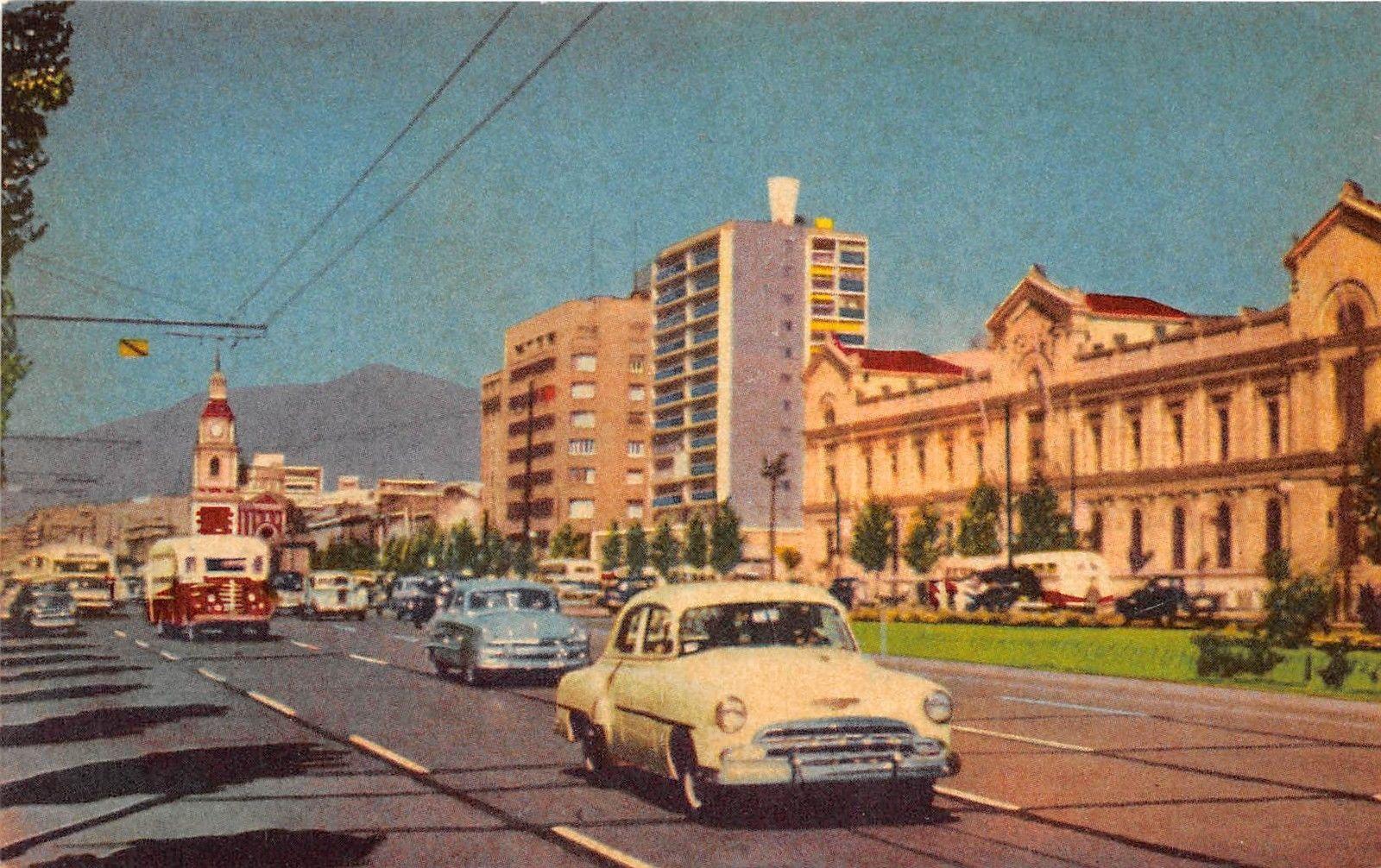 Enterreno - Fotos históricas de chile - fotos antiguas de Chile - Alameda de Santiago, 1956