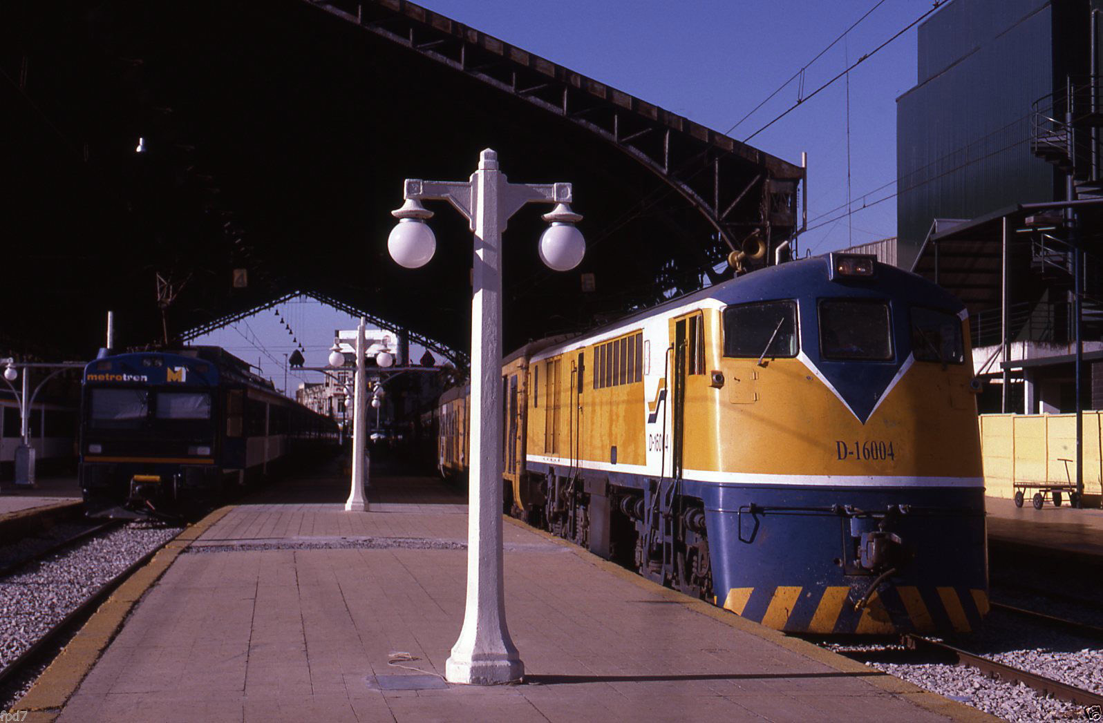 Enterreno - Fotos históricas de chile - fotos antiguas de Chile - Estación Central de Santiago, 1995