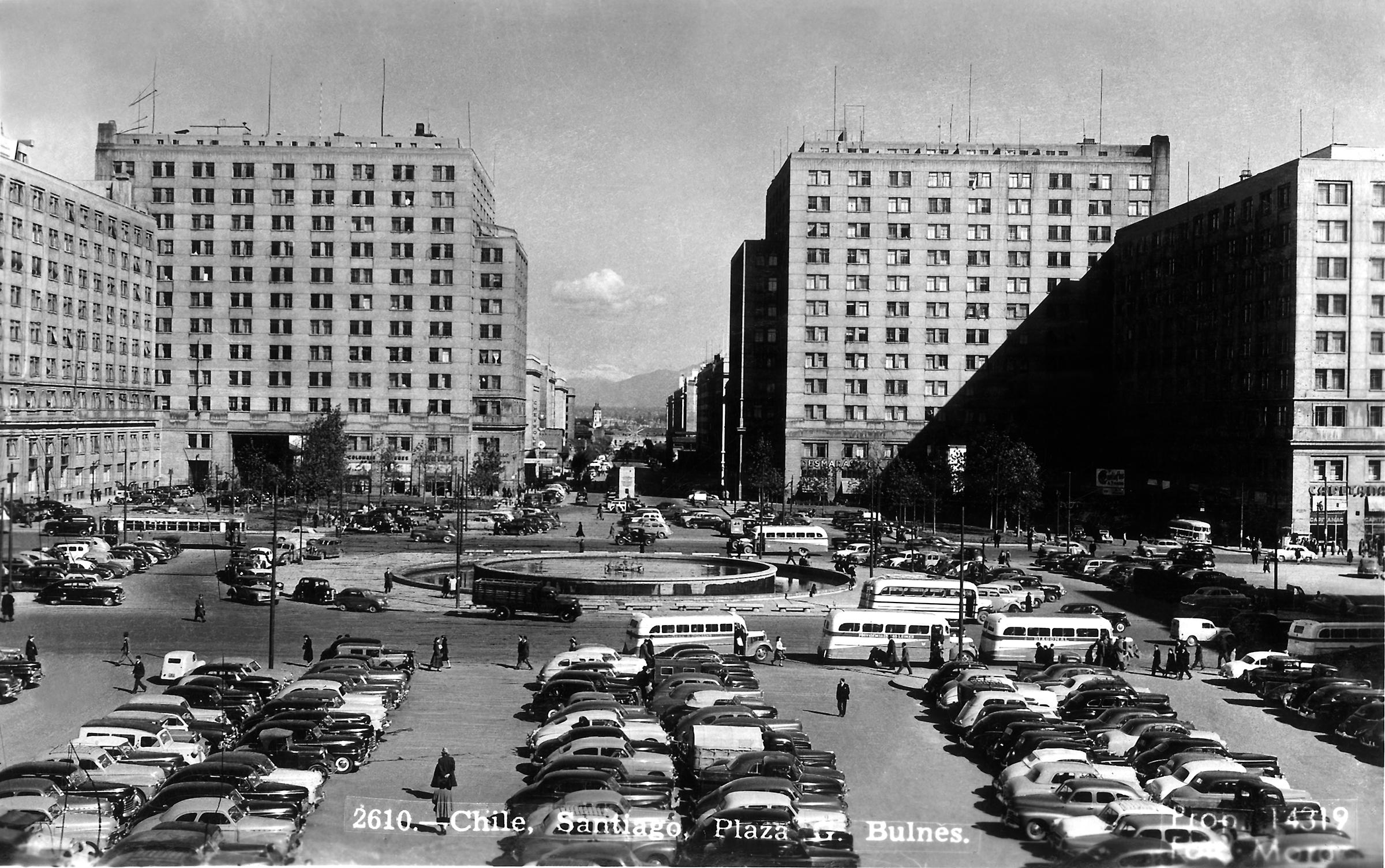 Enterreno - Fotos históricas de chile - fotos antiguas de Chile - Plaza Bulnes en Santiago, 1950