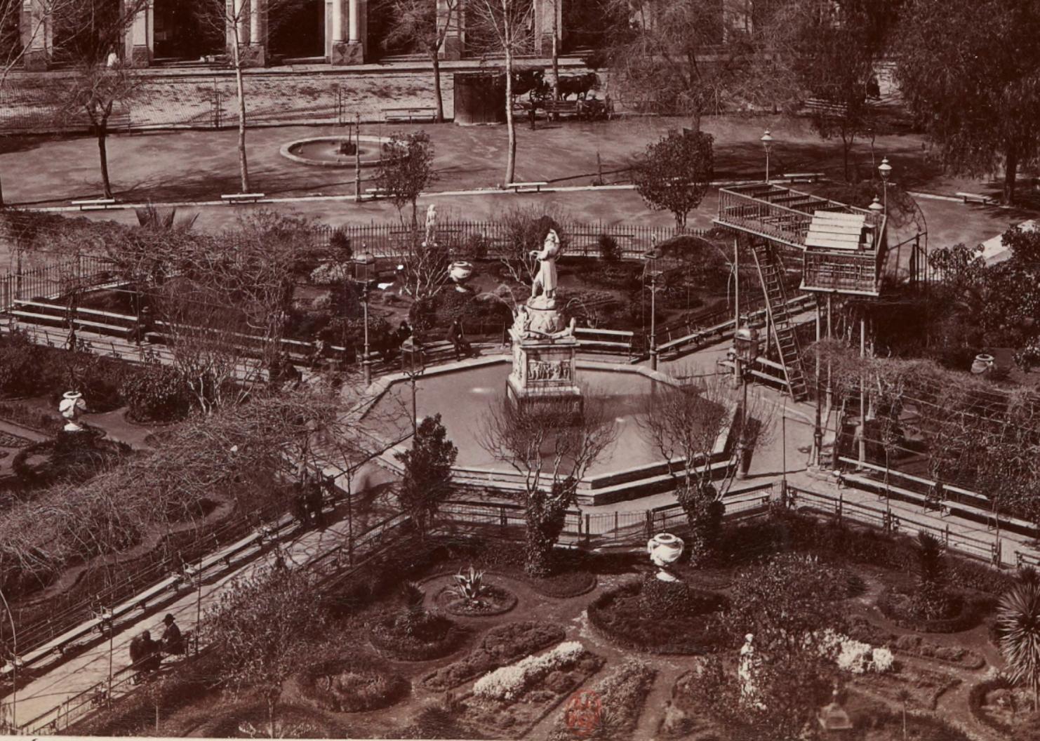 Enterreno - Fotos históricas de chile - fotos antiguas de Chile - Jardines de la Plaza de Armas de Santiago 1900ca