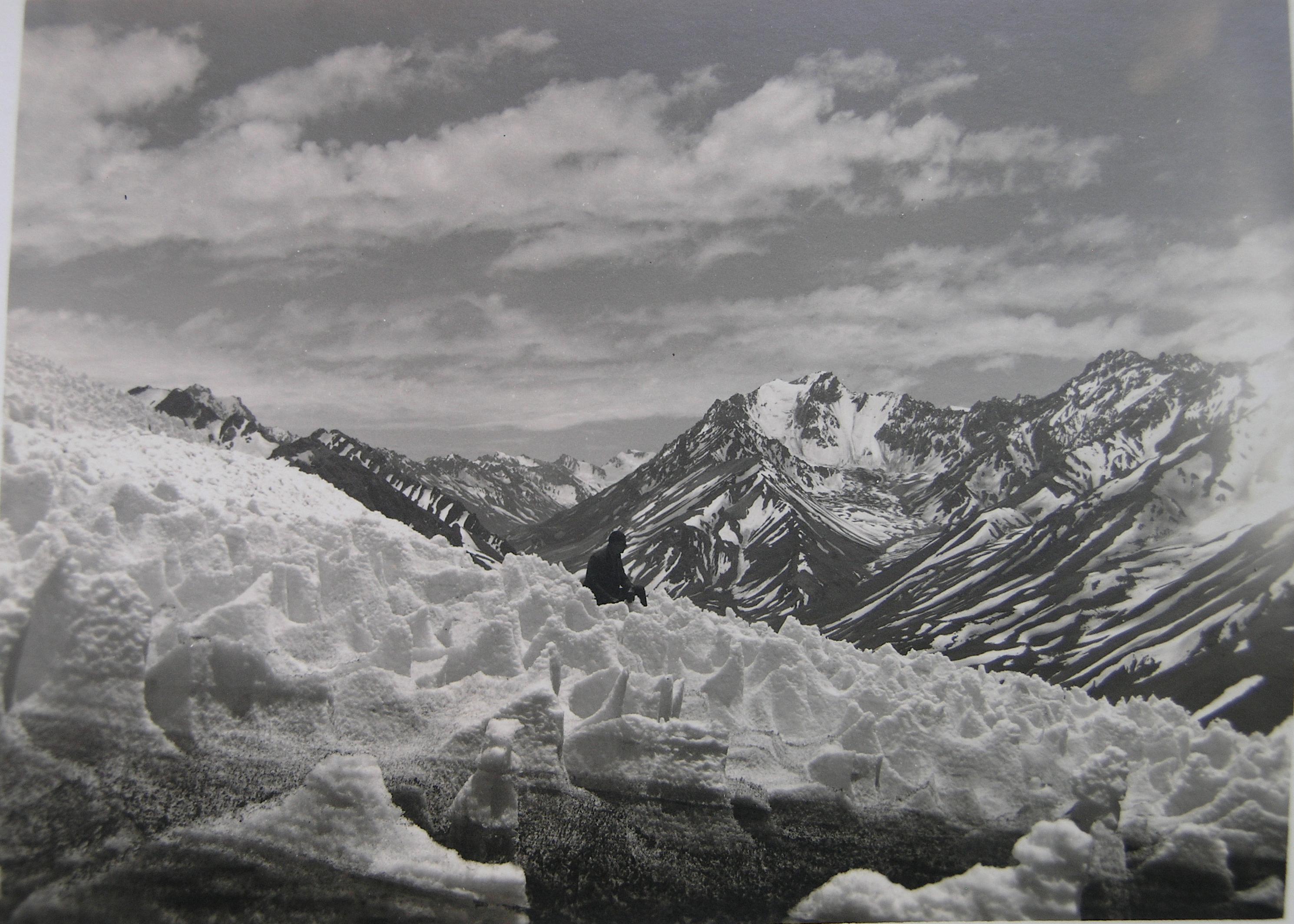 Enterreno - Fotos históricas de chile - fotos antiguas de Chile - Glaciar en la Cordillera frente a Santiago, año 1935