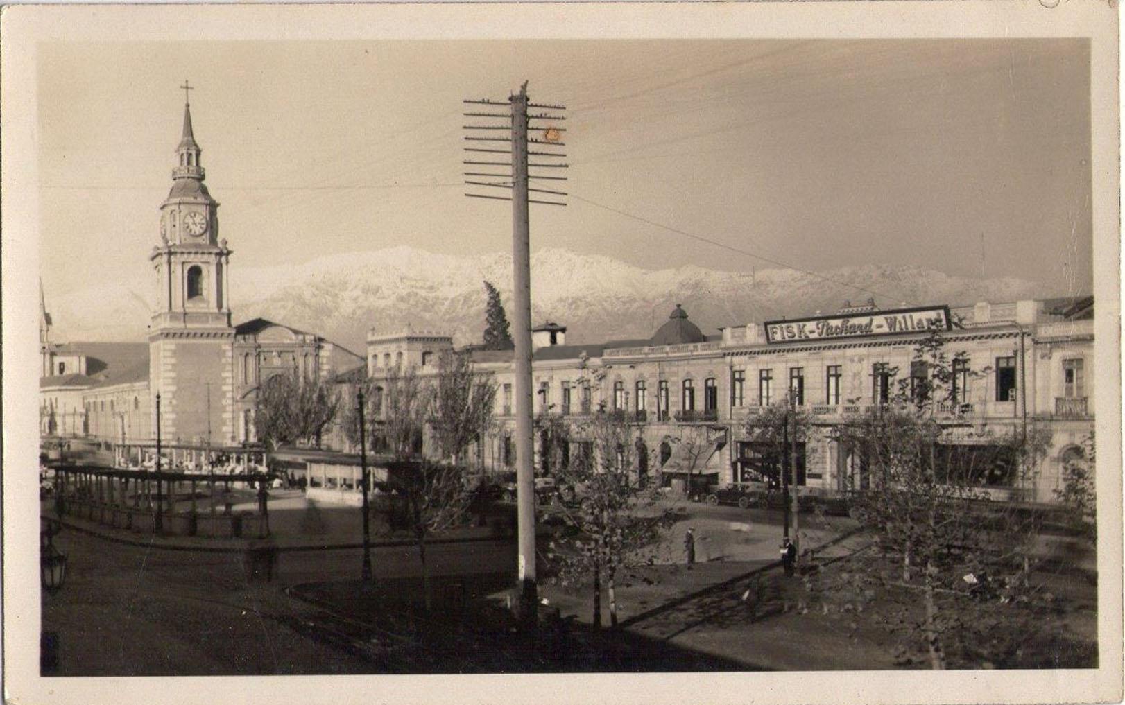 Enterreno - Fotos históricas de chile - fotos antiguas de Chile - Iglesia de San Francisco y Pérgola de las Flores en Santiago, 1927