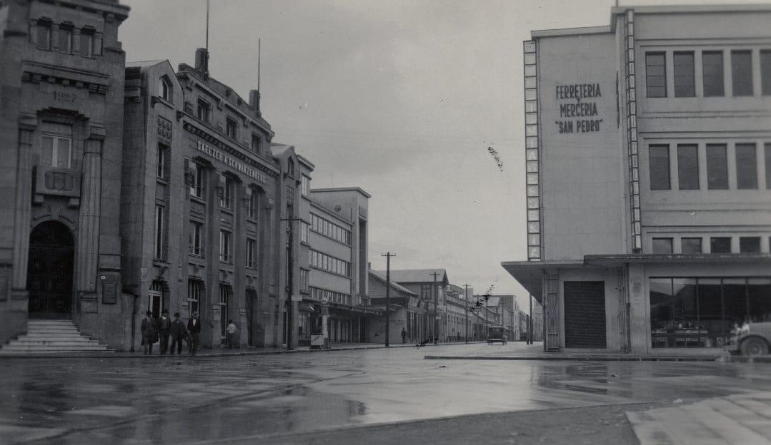 Enterreno - Fotos históricas de chile - fotos antiguas de Chile - OSORNO, calle Ramírez con Matta, 1950