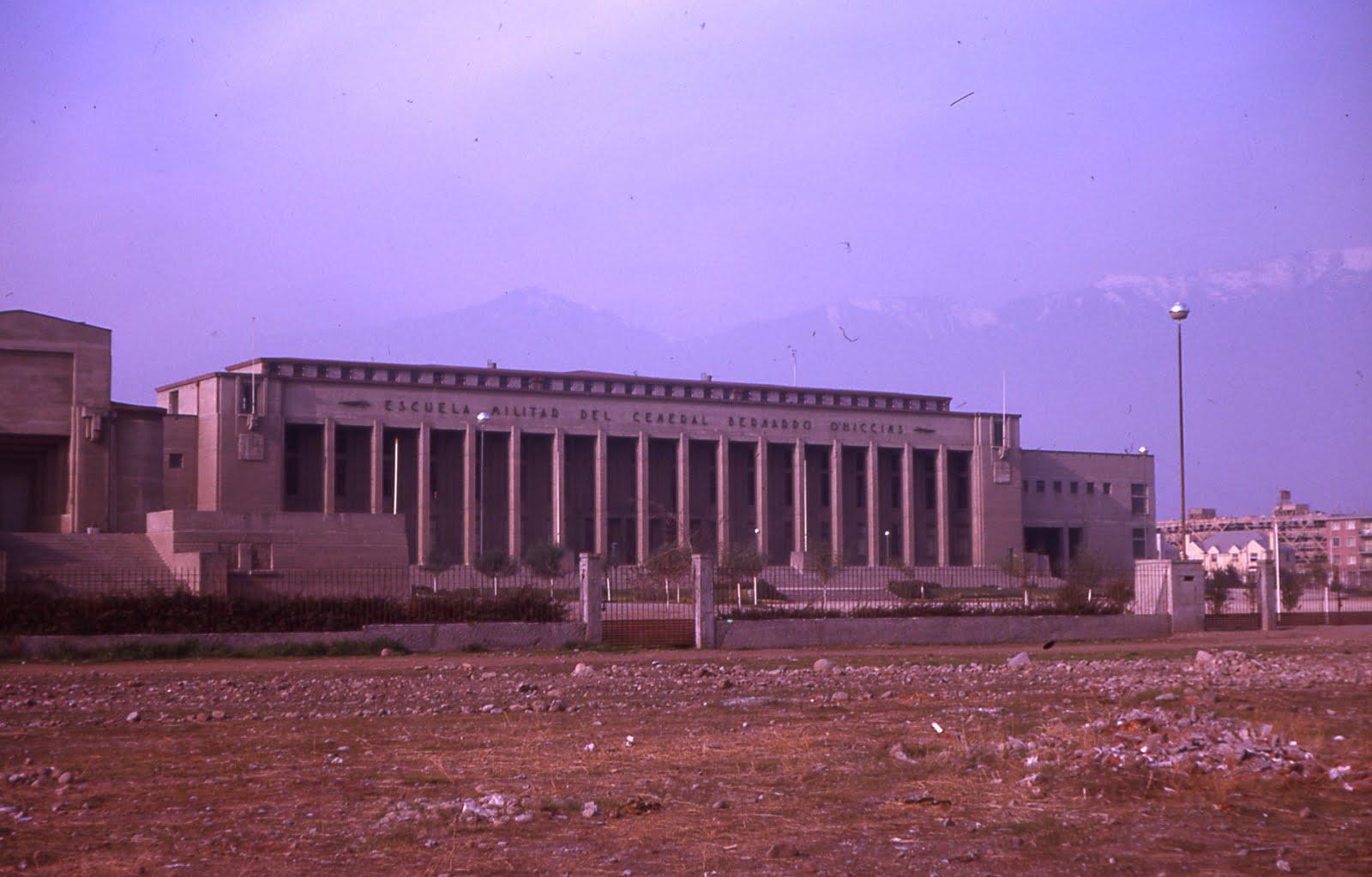 Enterreno - Fotos históricas de chile - fotos antiguas de Chile - Construcción Escuela Militar en 1963