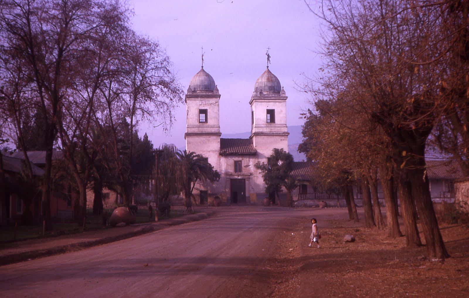 Enterreno - Fotos históricas de chile - fotos antiguas de Chile - Iglesia de Los Dominicos en 1963