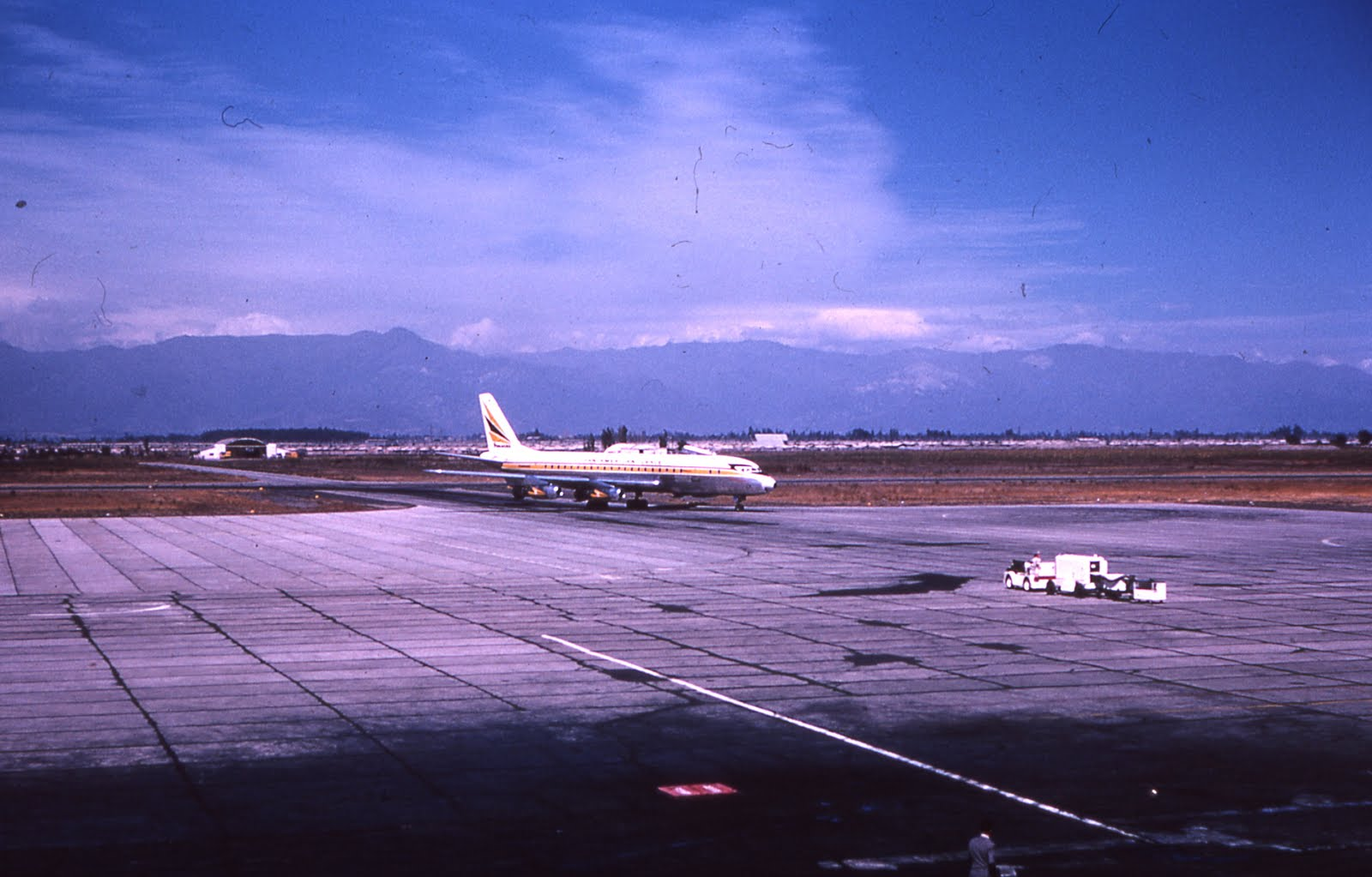Enterreno - Fotos históricas de chile - fotos antiguas de Chile - Aeropuerto de Cerrillos en 1963