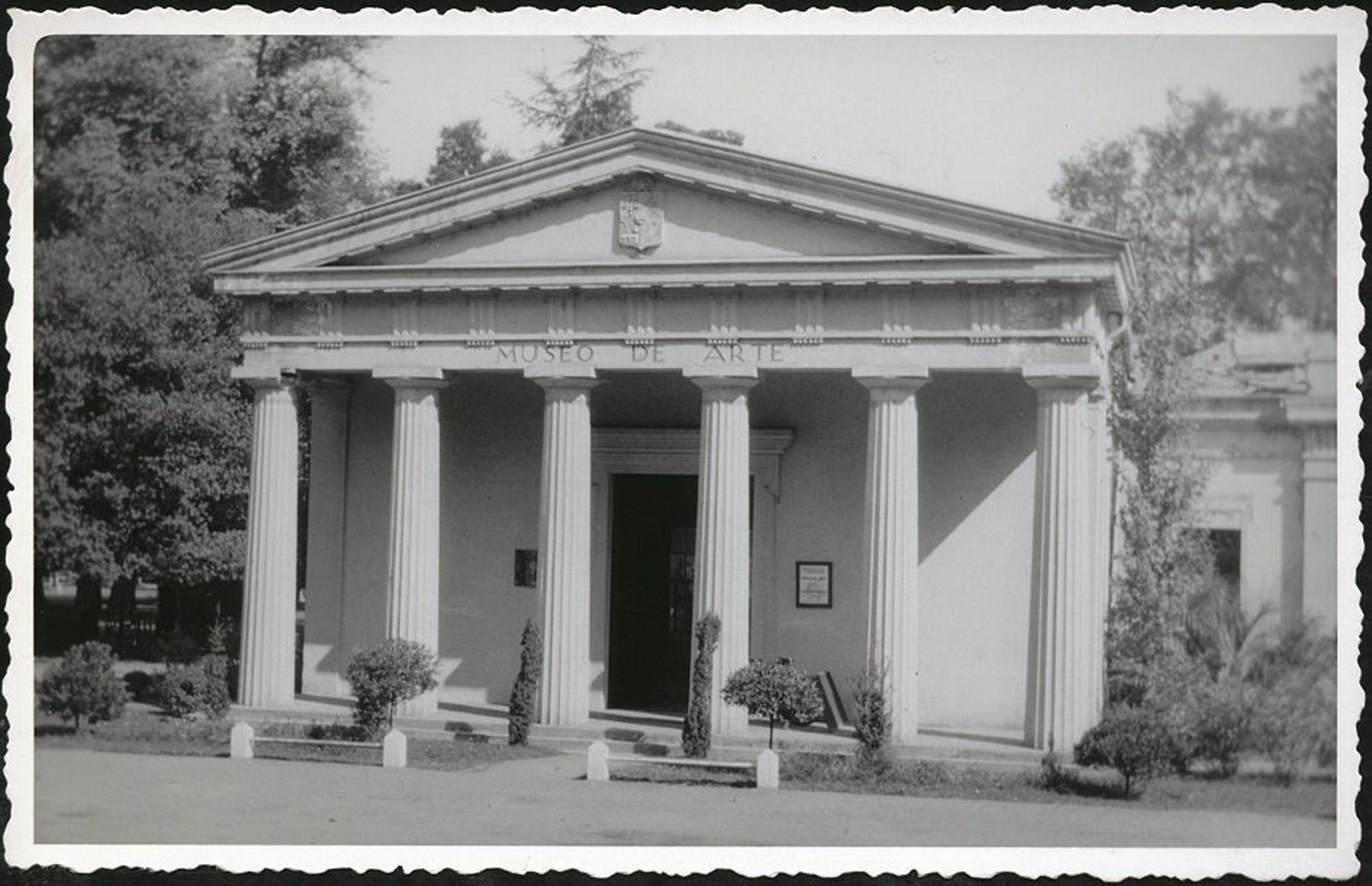 Enterreno - Fotos históricas de chile - fotos antiguas de Chile - El Partenón de la Quinta Normal de Santiago, 1948