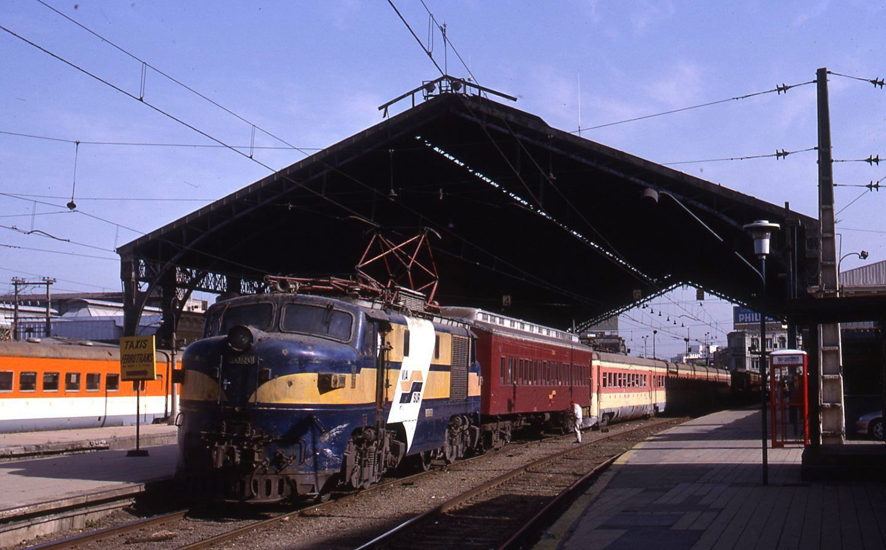 Enterreno - Fotos históricas de chile - fotos antiguas de Chile - Estación Central de Santiago en 1988