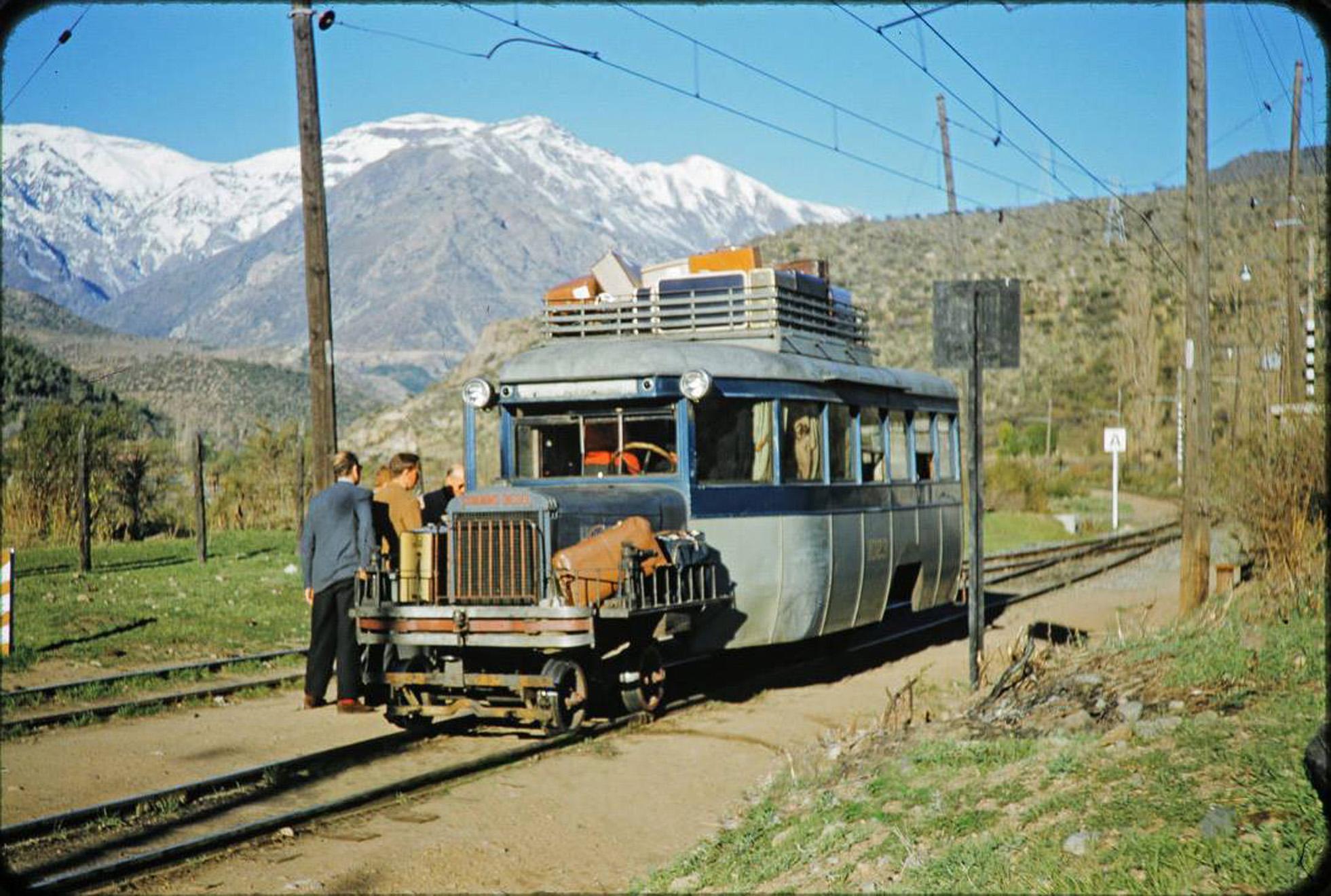 Enterreno - Fotos históricas de chile - fotos antiguas de Chile - Bus-carril de Los Andes en 1962