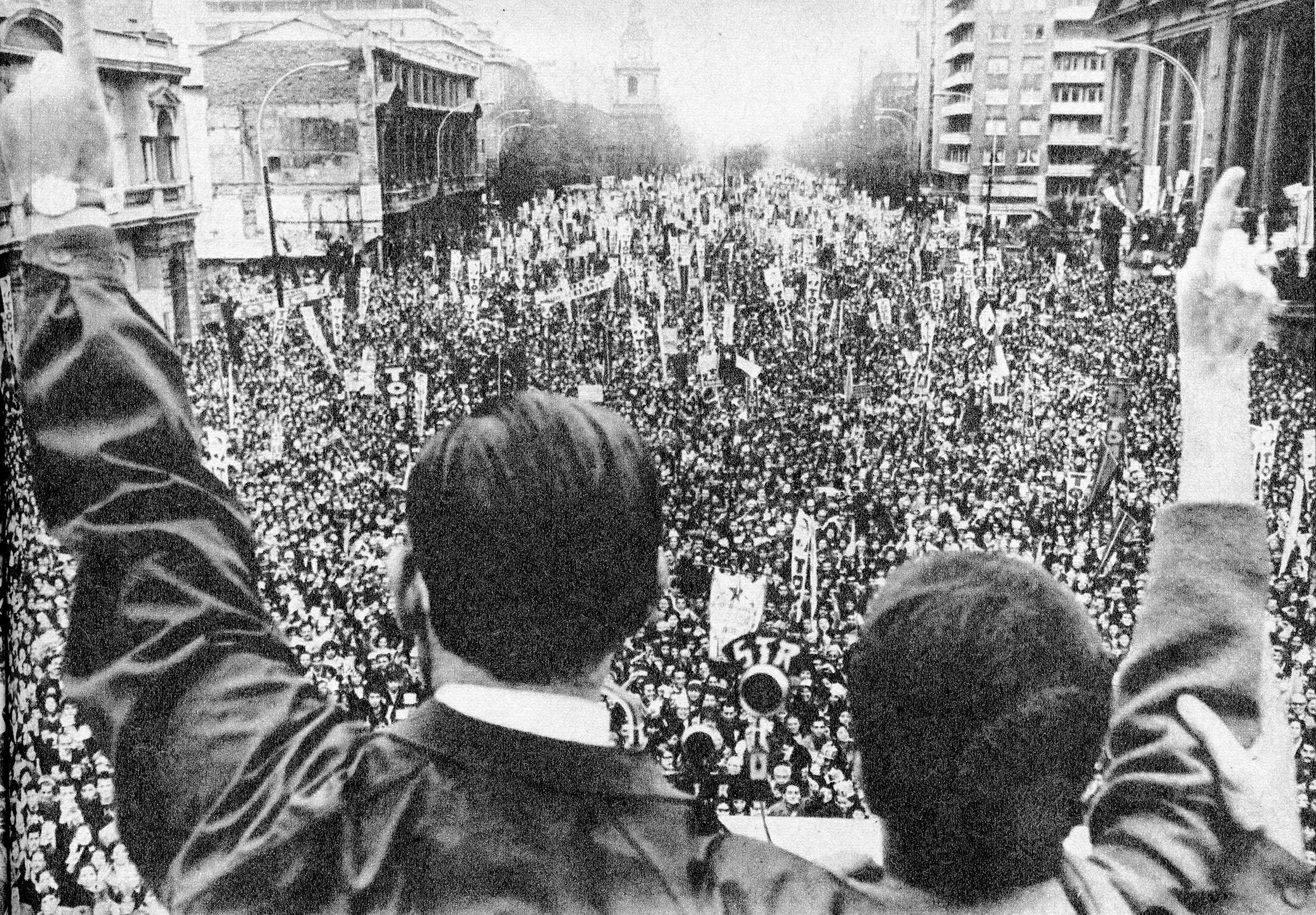 Enterreno - Fotos históricas de chile - fotos antiguas de Chile - Triunfo de Allende, 1970