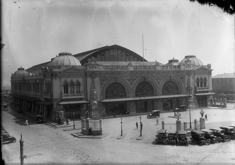 Enterreno - Fotos históricas de chile - fotos antiguas de Chile - Vista frontal a Estación Mapocho