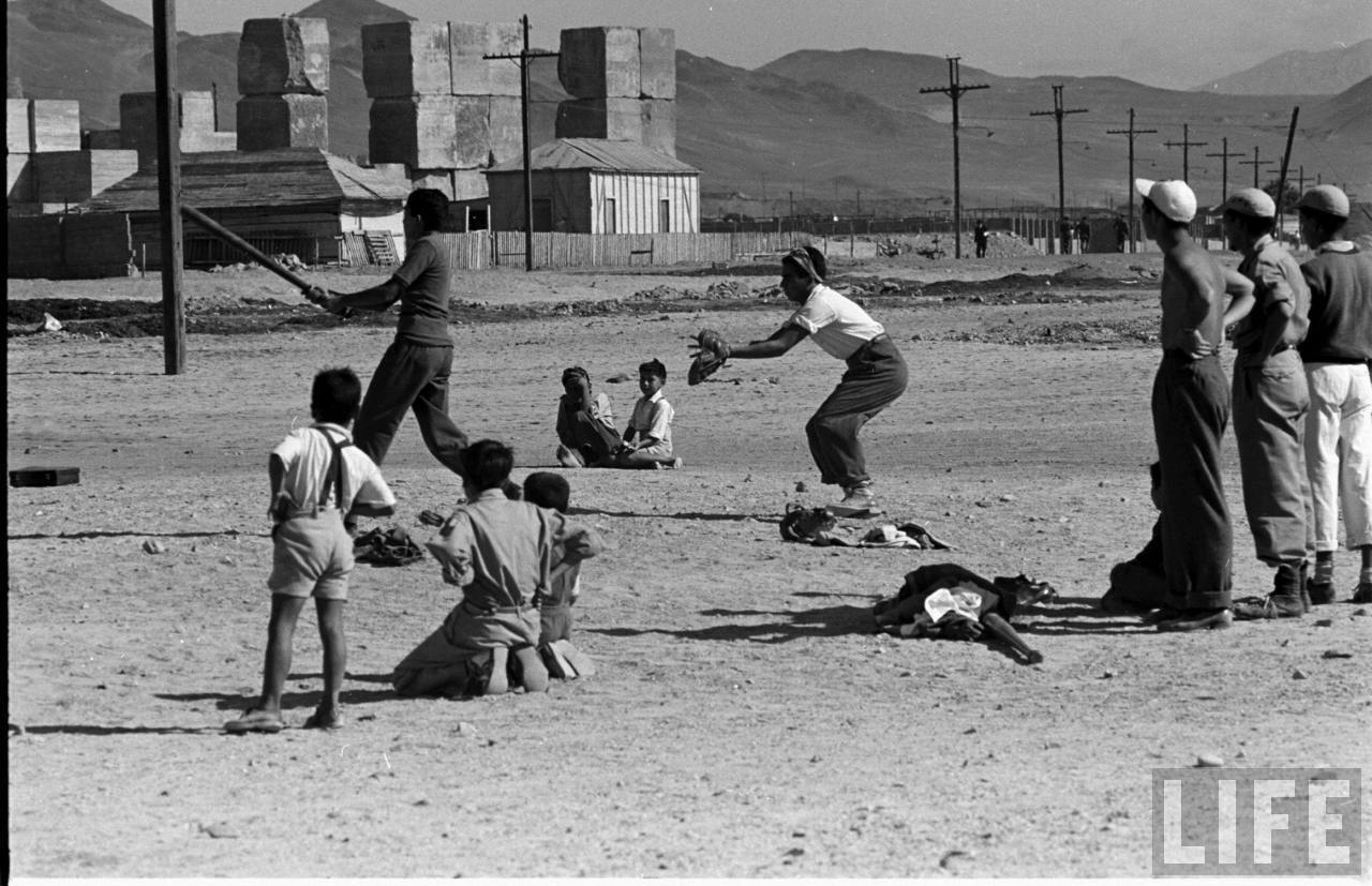 Enterreno - Fotos históricas de chile - fotos antiguas de Chile - beisball en playa las machas de antofagasta