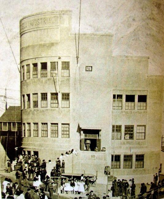 Enterreno - Fotos históricas de chile - fotos antiguas de Chile - Campamento Minero Sewell, Escuela Industrial, ca. 1950
