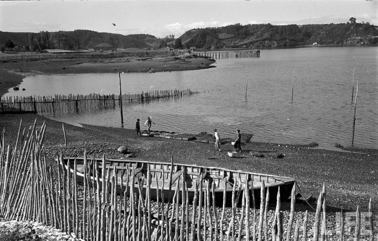 Enterreno - Fotos históricas de chile - fotos antiguas de Chile - Pescadores cercanías de  Dalcahue en 1950