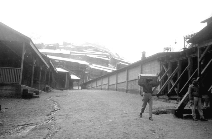 Enterreno - Fotos históricas de chile - fotos antiguas de Chile - Calles de Sewell, sin año