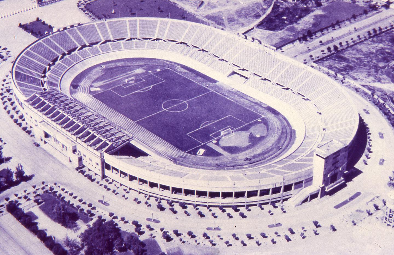 Enterreno - Fotos históricas de chile - fotos antiguas de Chile - Estadio  Nacional, Julio Martínez P. en 1962
