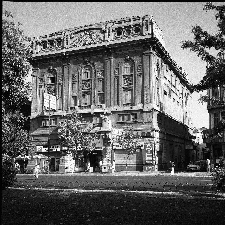 Enterreno - Fotos históricas de chile - fotos antiguas de Chile - Teatro Carrera, 1978