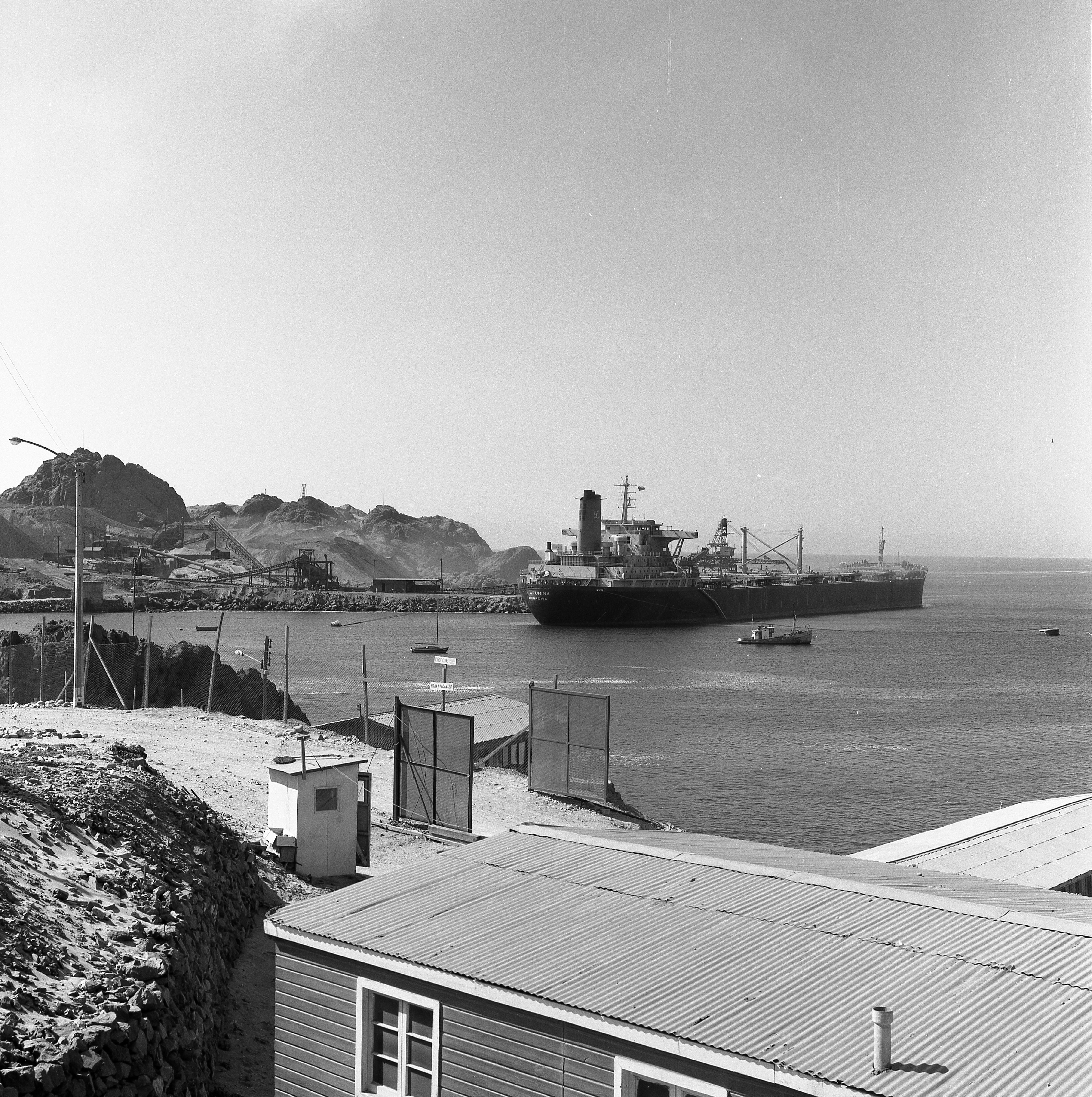 Enterreno - Fotos históricas de chile - fotos antiguas de Chile - Embarque Mineral Hierro-Puerto Guacolda-CAP 1976