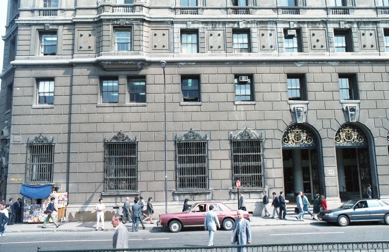 Enterreno - Fotos históricas de chile - fotos antiguas de Chile - Ministerio de Hacienda ca.1990