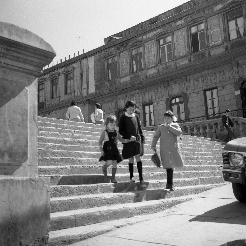 Enterreno - Fotos históricas de chile - fotos antiguas de Chile - Iglesia de la Matriz, Valparaiso CA 1980