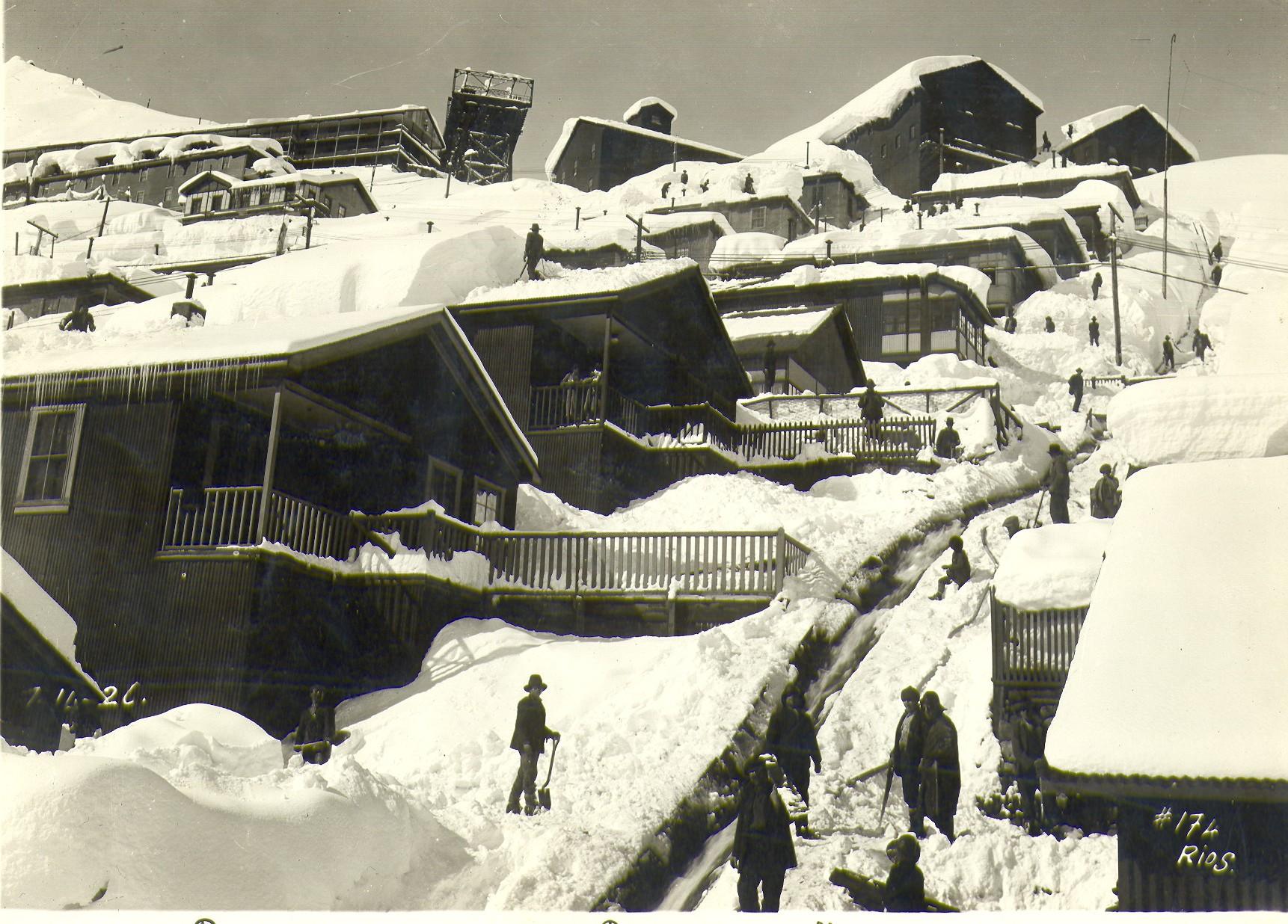 Enterreno - Fotos históricas de chile - fotos antiguas de Chile - Casa de Trabajadores Sewell, ca 1920