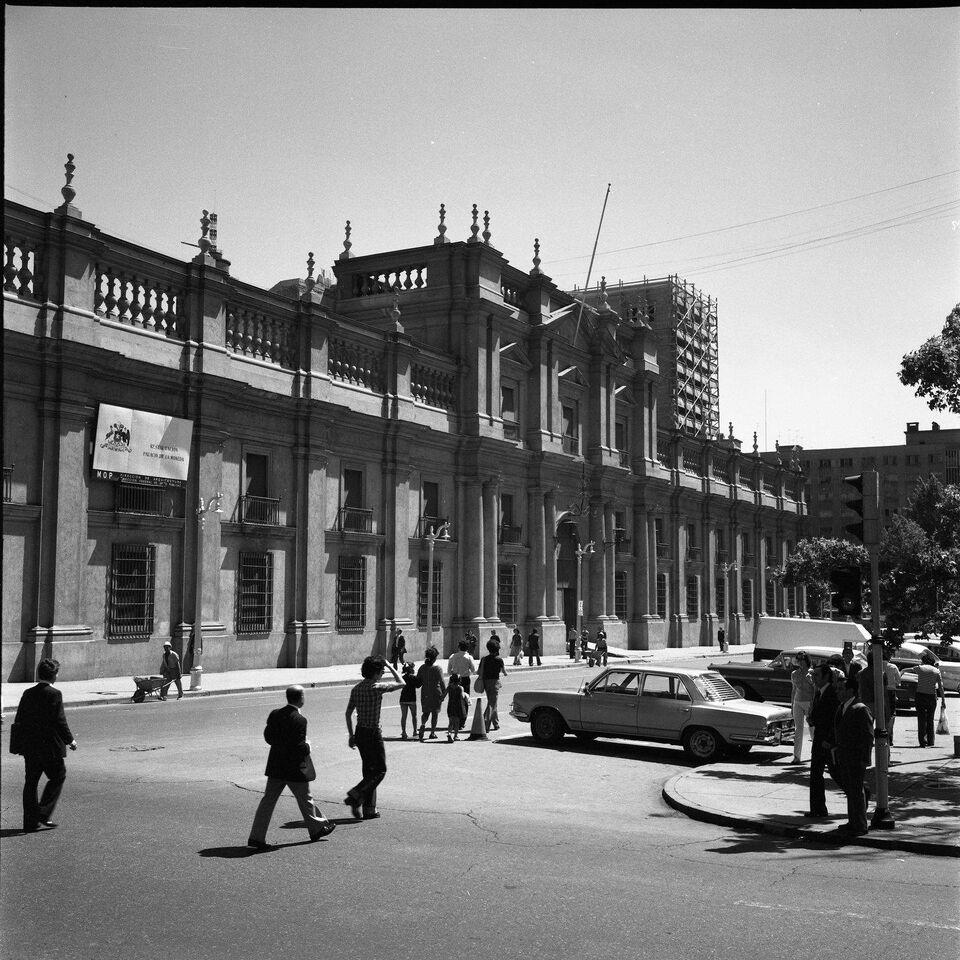 Enterreno - Fotos históricas de chile - fotos antiguas de Chile - Palacio la Moneda, 1977