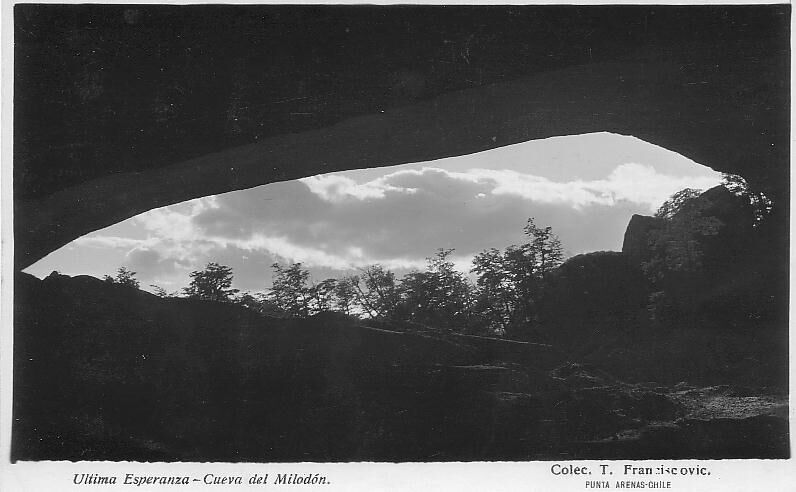 Enterreno - Fotos históricas de chile - fotos antiguas de Chile - Cueva Milodón, ca. 1920