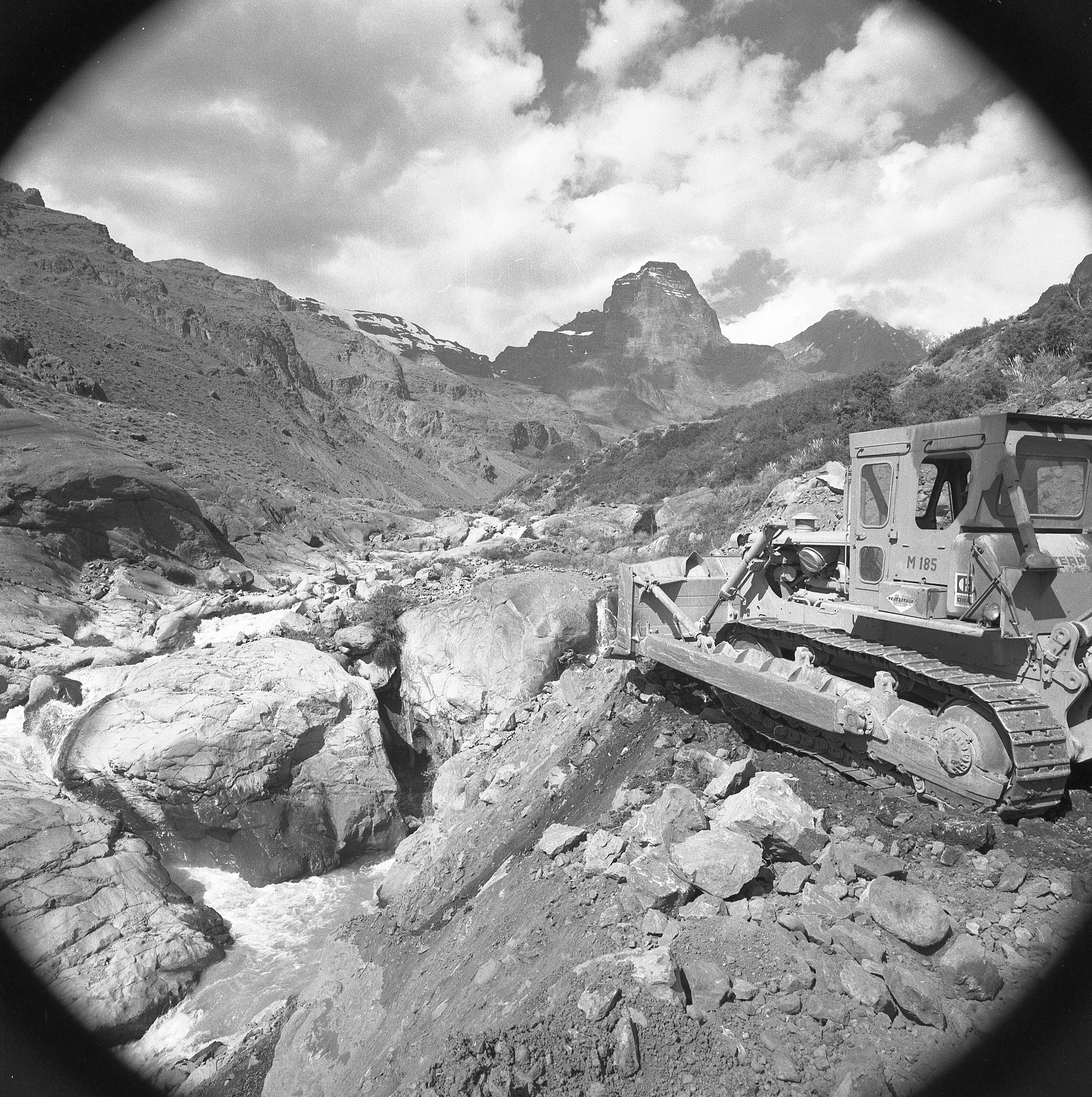 Enterreno - Fotos históricas de chile - fotos antiguas de Chile - Cajón de Los Leones, Andina Gardilcic, 1975