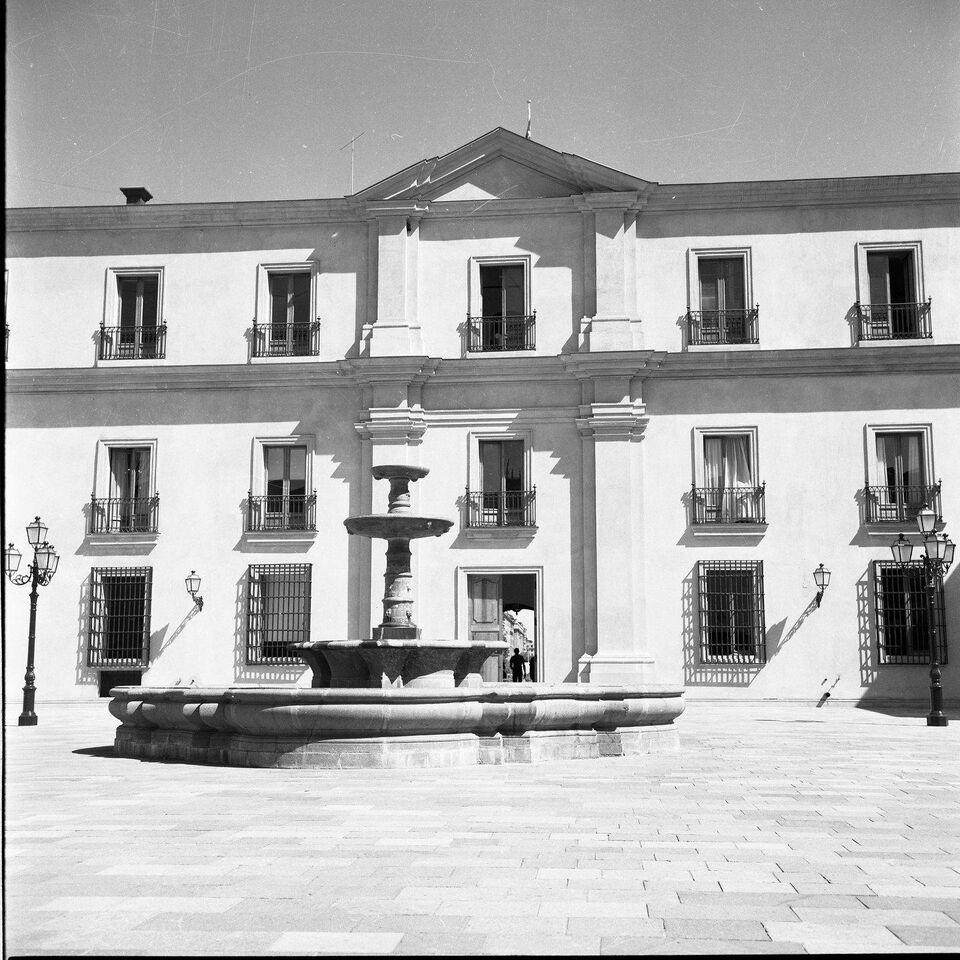 Enterreno - Fotos históricas de chile - fotos antiguas de Chile - Palacio la Moneda, 1982